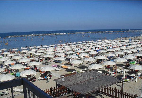 Spiaggia bagno lido 72 bellaria igea marina rimini for Bagno 69 rimini