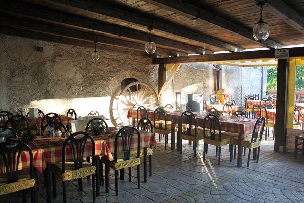 Agriturismo aia antica padula salerno for Interno casa antica