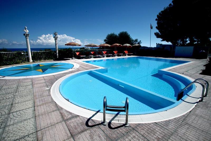 Villa carabella residence vieste foggia - Del taglia piscine ...
