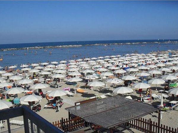 Spiaggia bagno lido 72 bellaria igea marina rimini - Bagno romano igea marina ...