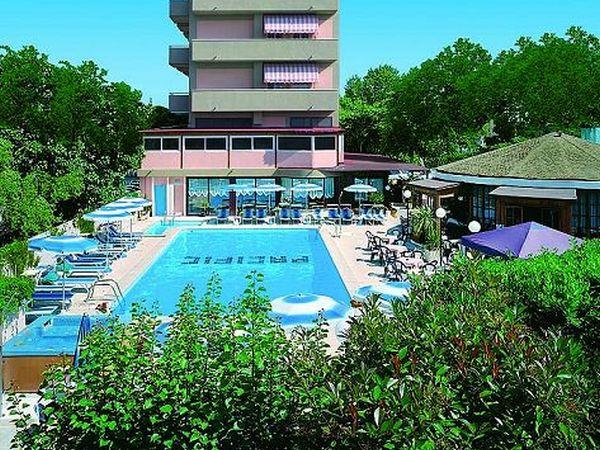 Hotel cattolica per animali alberghi e resort con cani a - Residence cattolica con piscina ...