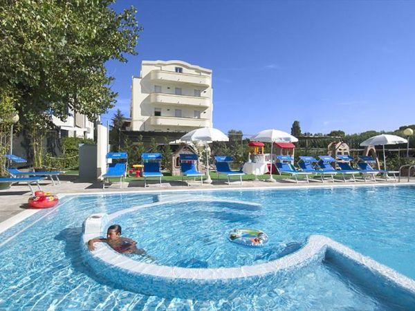 Vacanze con animali ammessi strutture turistiche che - Residence riccione con piscina ...